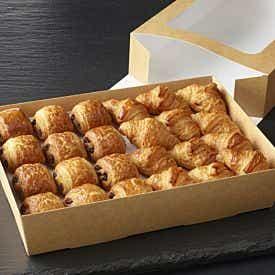 Plateau de mini croissants et mini pains au chocolat