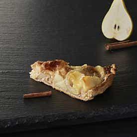 Part de tarte aux poires et à la cannelle